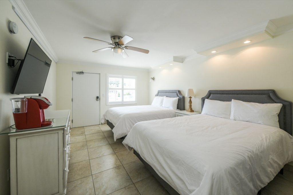 Studio Two (2) Queen Poolside - Siesta Key Vacation Rentals