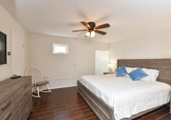 Premium 1 Bed-1 Bath King/Q Sleeper Sofa