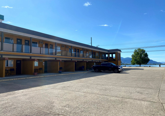 Richter Pass Motel