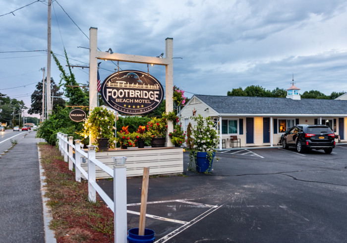 Footbridge Beach Motel & Cottages
