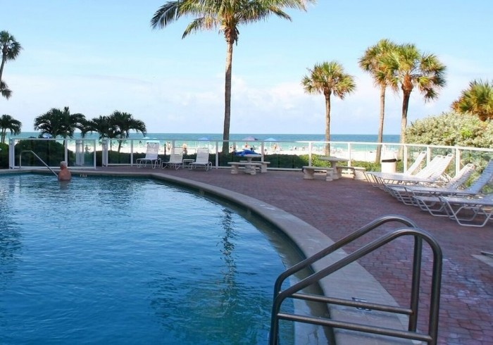 Crystal Sands; by Beachside Management